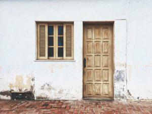 construire une porte en bois